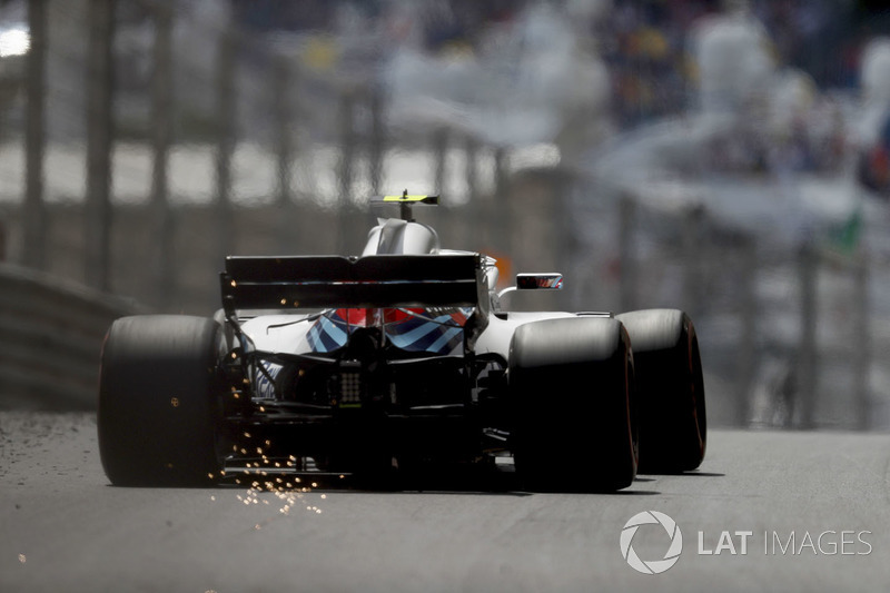 Sergey Sirotkin, Williams FW41, strikes up sparks