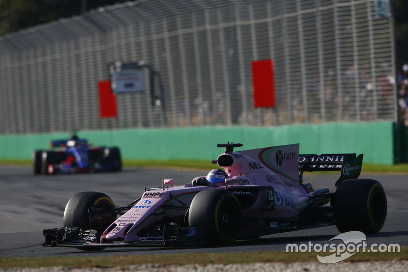 Sergio Perez, Force India VJM10; Carlos Sainz Jr., Scuderia Toro Rosso STR12