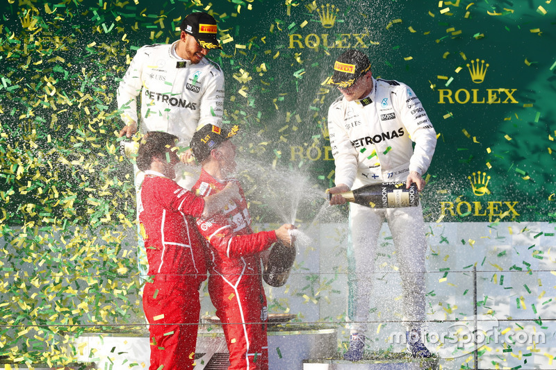 Champagnerdusche: 1. Sebastian Vettel, Ferrari; Luigi Fraboni, Motorenchef, Ferrari; 3. Valtteri Bottas, Mercedes AM; 2. Lewis Hamilton, Mercedes AMG