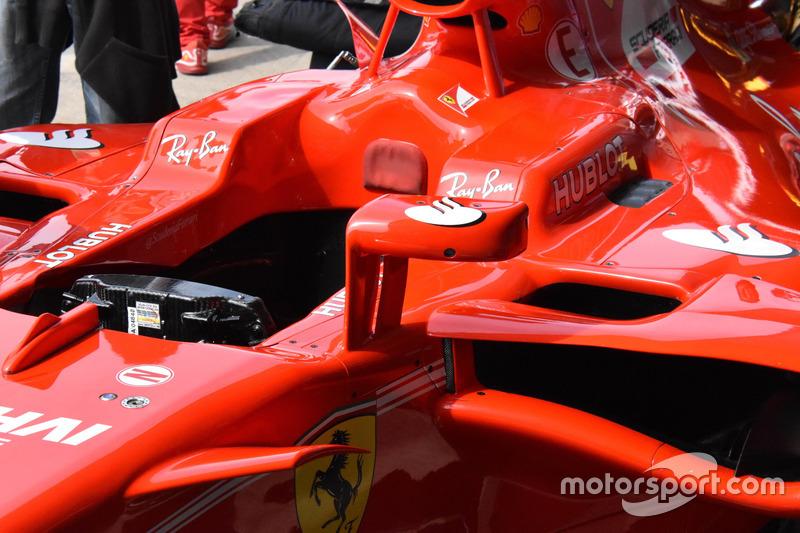 Espejo en el Ferrari SF70H de Sebastian Vettel
