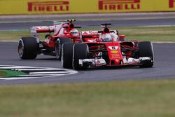 Sebastian Vettel, Ferrari SF70H, kokpit koruması ve Kimi Raikkonen, Ferrari SF70H