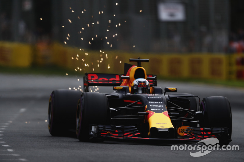 Funkenflug bei Daniel Ricciardo, Red Bull Racing RB13