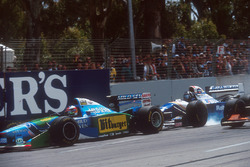 Damon Hill, Williams FW16B Renault locks up under braking and nearly hits Michael Schumacher, Benetton B194 Ford