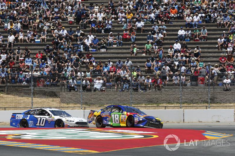 Kyle Busch, Joe Gibbs Racing Toyota Danica Patrick, Stewart-Haas Racing Ford
