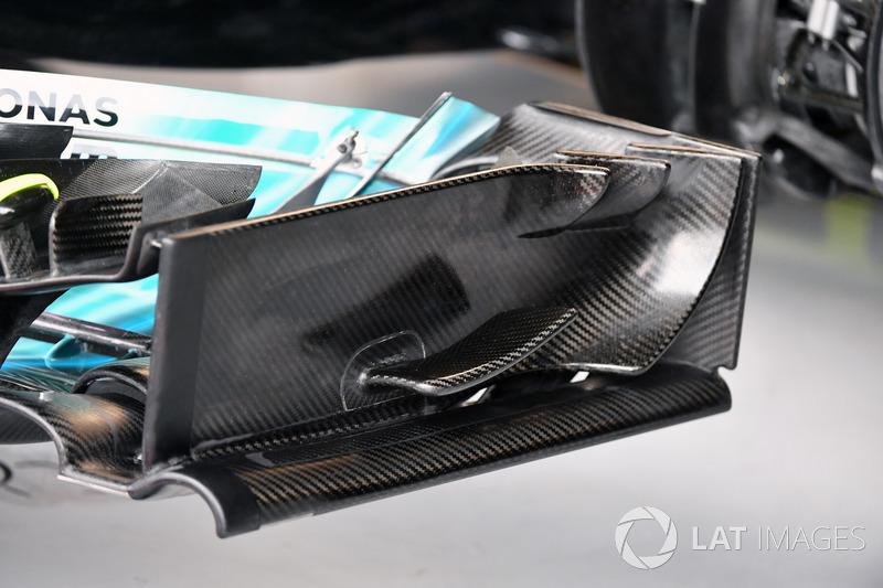 Mercedes-Benz F1 W08 : aileron avant