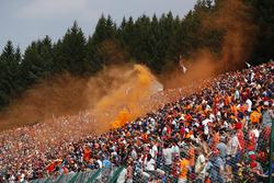 Nederlandse fans verzorgen de sfeer