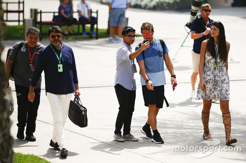 Fernando Alonso, McLaren with a fan
