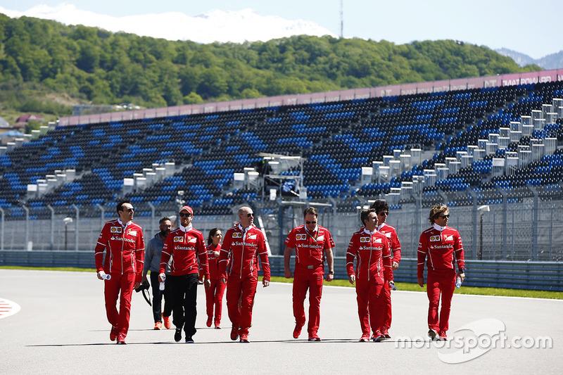 Sebastian Vettel, Ferrari, Jock Clear, Engineering Director, Ferrari