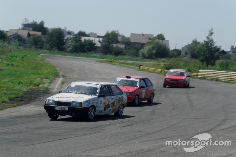 Поляничко, Сінані, Жук, - гонка 1