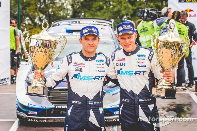 Ganador, Ott Tänak, Martin Järveoja, Ford Fiesta WRC, M-Sport con su equipo