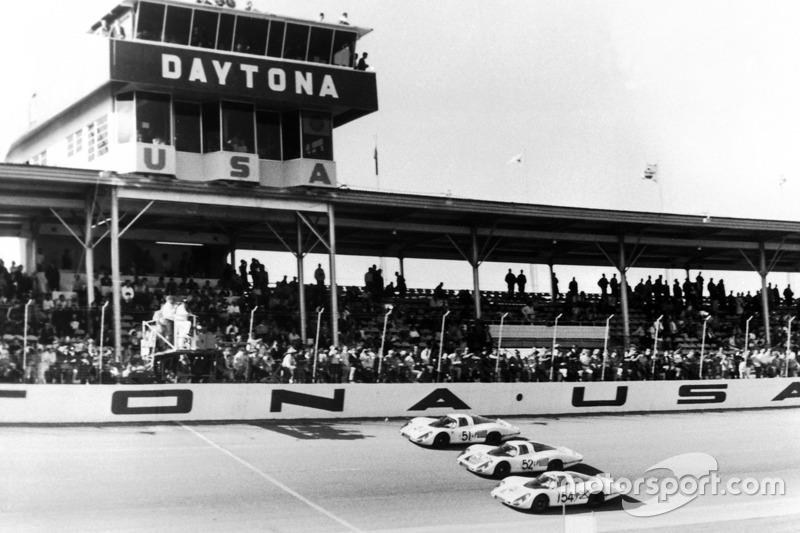 Porsche Works Team terminó 1º, 2º y 3º en las 24h de Daytona 1968