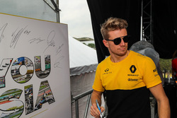 Nico Hulkenberg, Renault Sport F1 Team and autograph board