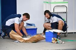 Williams mechanics with dry ice