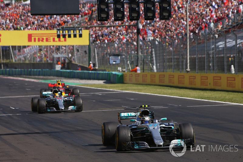 Валттері Боттас, Mercedes AMG F1 W08, Льюіс Хемілтон, Mercedes AMG F1 W08 та Макс Ферстаппен, Red Bull Racing RB13