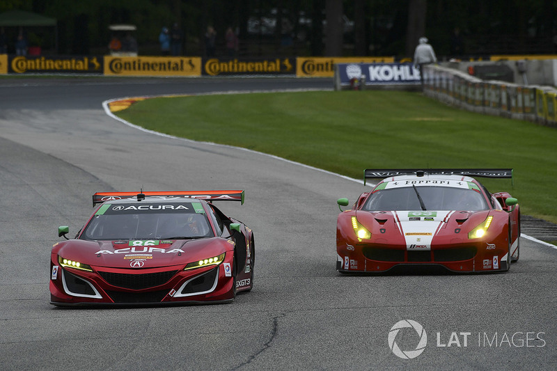 #86 Michael Shank Racing Acura NSX: Освальдо Негрі мл., Джефф Сігал, #63 Scuderia Corsa Ferrari 488 GT3: Крістіна Нільсен, Алессандро Бальзан