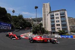 Кімі Райкконен, Себастьян Феттель, Ferrari SF70H, Валттері Боттас, Mercedes AMG F1 W08, на старті