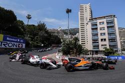 Lewis Hamilton, Mercedes AMG F1 W08, Stoffel Vandoorne, McLaren MCL32, Felipe Massa, Williams FW40, Esteban Ocon, Sahara Force India F1 VJM10 on the formation lap