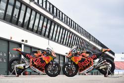 Bikes von Miguel Oliveira, Red Bull KTM Ajo, Brad Binder, Red Bull KTM Ajo