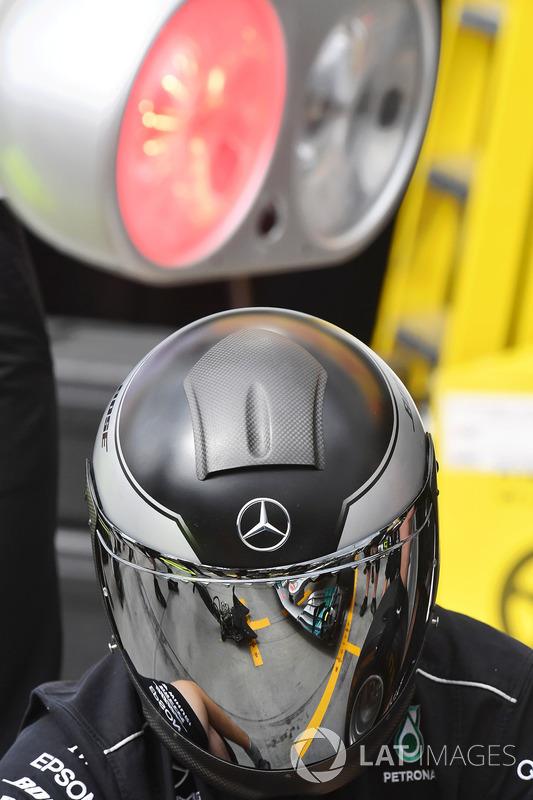 Mecánico de Mercedes AMG F1 W08