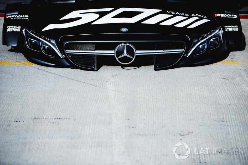 Капот машини Роберта Вікенса, Mercedes-AMG Team HWA, Mercedes-AMG C63 DTM