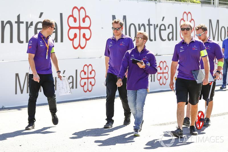 Sam Bird, DS Virgin Racing, camina en la pista