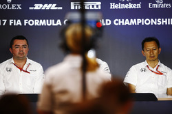 Eric Boullier, Racing Director, McLaren, Yusuke Hasegawa, Senior Managing Officer, Honda
