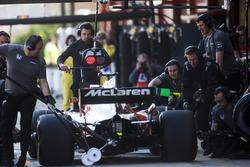 Stoffel Vandoorne, McLaren MCL32,hace un pit stop