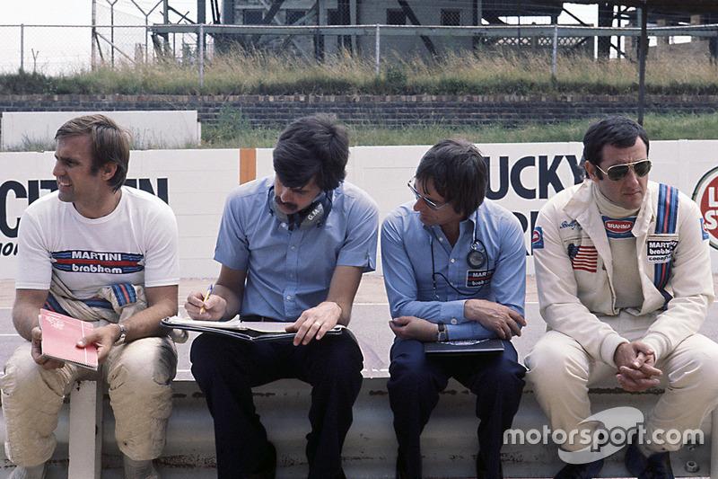 Bernie Ecclestone, teambaas Brabham met Gordon Murray, Carlos Reutemann en Carlos Pace