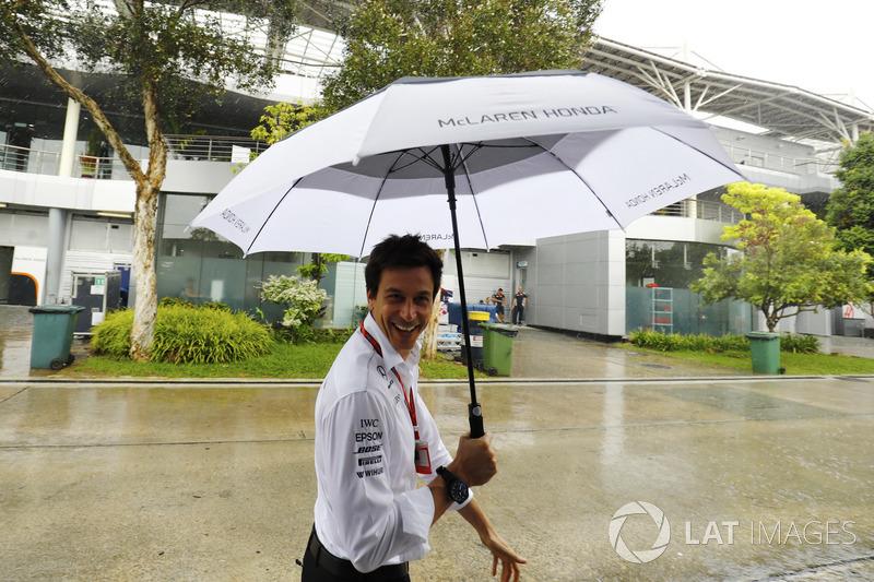 A chuva parecia que ia atrapalhar o último GP da Malásia de F1, mas ela deu uma trégua pouco antes da largada.