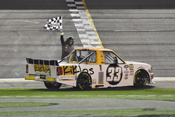Kaz Grala, GMS Racing Chevrolet, Gana la carrera del Camping World Truck Series