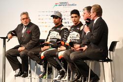 Andy Green, Sergio Pérez Vijay Mallya, Esteban Ocon y Otmar Szafnauer en el lanzamiento de Sahara Force India