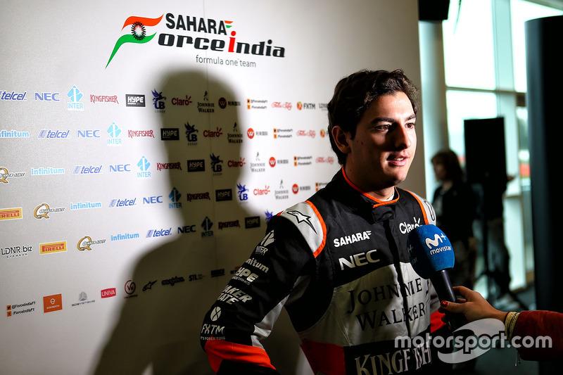 Testfahrer Alfonso Celis Jr., Sahara Force India F1 Team, mit der Presse