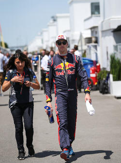 Daniil Kvyat, Scuderia Toro Rosso y Fabiana Valenti, Scuderia Toro Rosso jefe de prensa