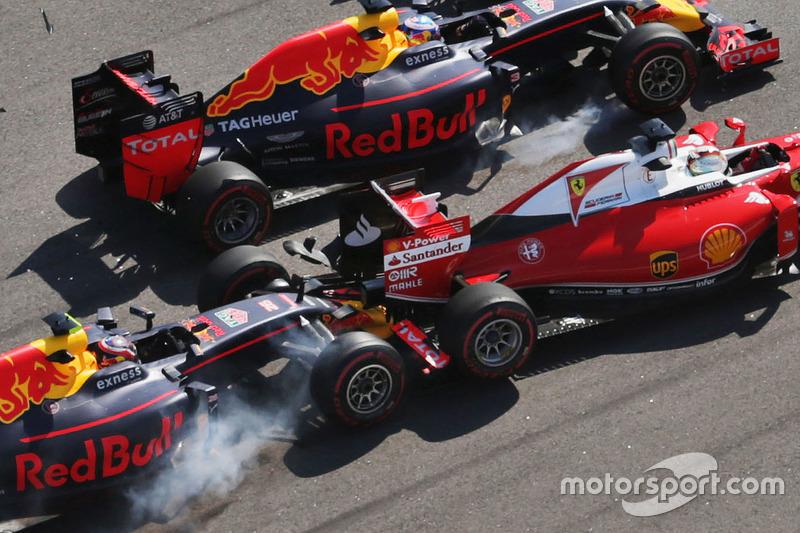 Daniil Kvyat, Red Bull RB12; Sebastian Vettel, Ferrari SF16-H