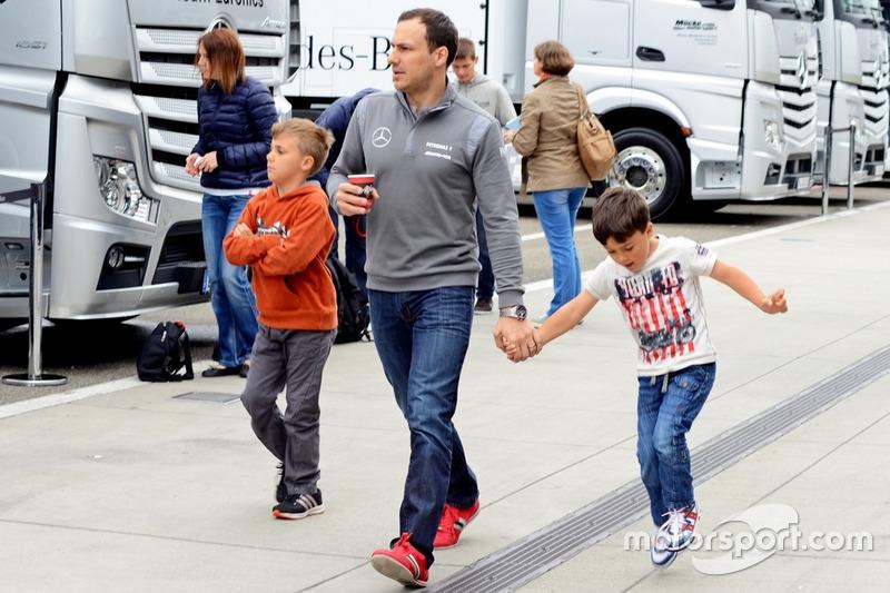 Гэри Паффет с сыновьями
