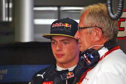 (De izquierda a derecha): Max Verstappen, Red Bull Racing con Dr Helmut Marko, asesor deportivo de Red Bull