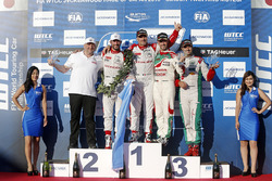 Podium: winner Yvan Muller, Citroën World Touring Car Team, second place José María López, Citroën W