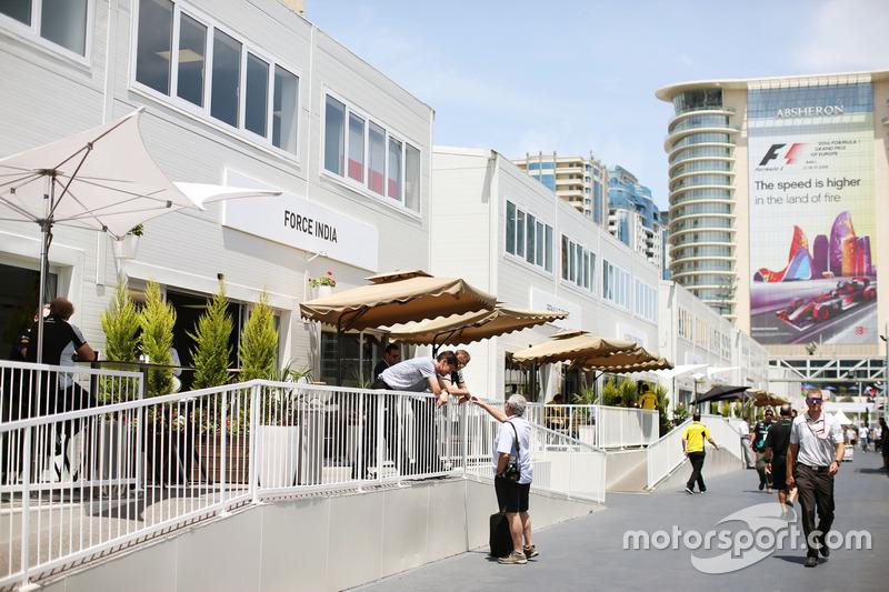 Sahara Force India F1 Team edificio en el paddock