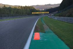 Bordillo a la salida de la curva 9