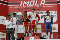 Podio Rookie, Gara 1: il secondo classificato Simone Cunati, Vincenzo Sospiri Racing, il vincitore Juri Vips, Prema Powerteam, il terzo classificato Lorenzo Colombo, BVM Racing e Fabienne Wohlwend, Aragon Racing
