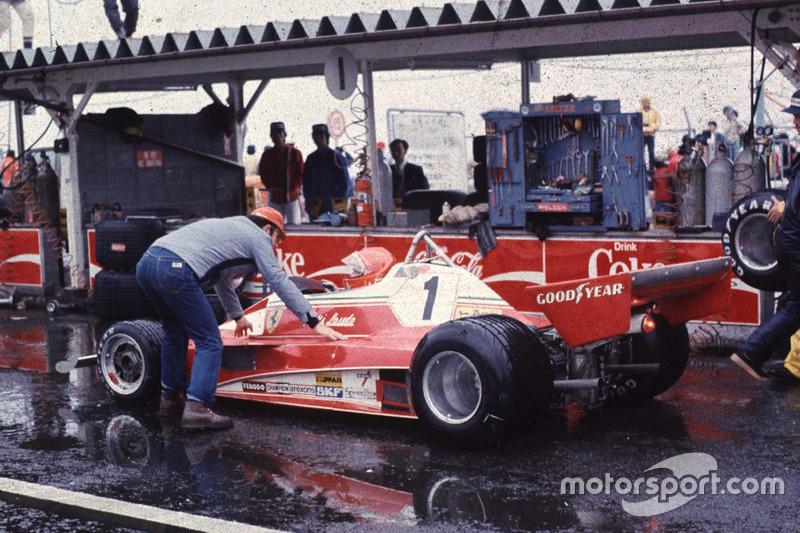 Niki Lauda, Ferrari retires due to heavy rain
