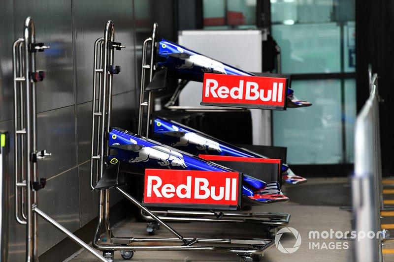 Toro Roso STR14 front-wings in the pit lane