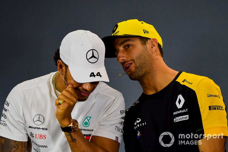 Lewis Hamilton, Mercedes AMG F1 e Daniel Ricciardo, Renault F1 Team, durante la conferenza stampa