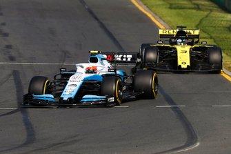 Robert Kubica, Williams FW42, precede Daniel Ricciardo, Renault F1 Team R.S.19