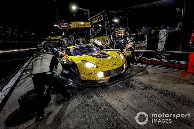 #4 Corvette Racing Corvette C7.R, GTLM: Oliver Gavin, Tommy Milner, Marcel Fassler, pit stop