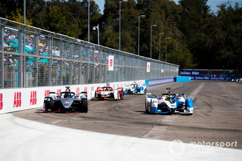 Alexander Sims, BMW i Andretti Motorsport, BMW iFE.18 passes Sébastien Buemi, Nissan e.Dam, Nissan IMO1 who has front wing damage