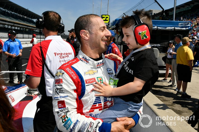 Tony Kanaan, A.J. Foyt Enterprises Chevrolet with son