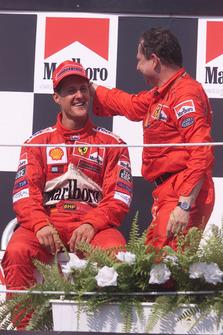Podio: il vincitore della gara Michael Schumacher, Ferrari, Jean Todt, Ferrari