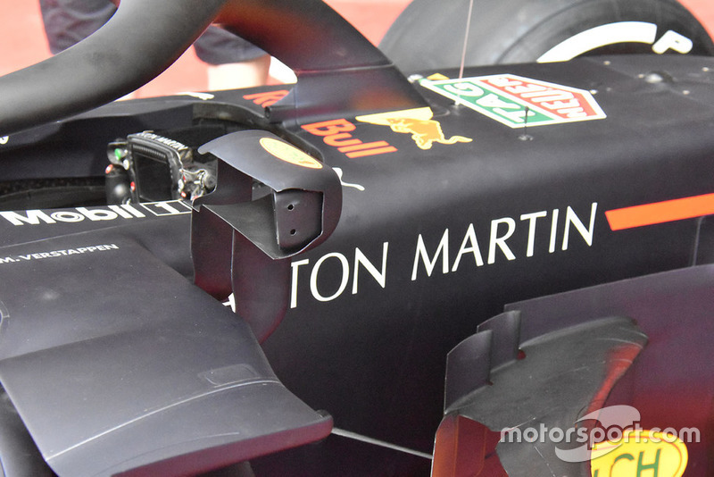 Red Bull Racing RB14 detalle del espejo
