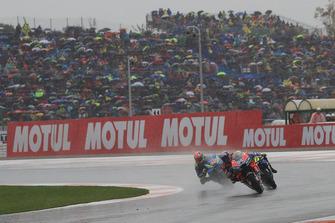 Андреа Довициозо, Ducati Team, Валентино Росси, Yamaha Factory Racing, и Алекс Ринс, Team Suzuki MotoGP